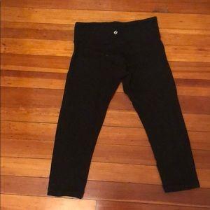 Cropped black lulu lemon leggings